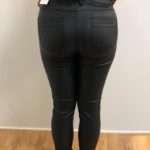 Ze-Ze-Sanne-pants-coated-musta_Housut_29_1.jpeg
